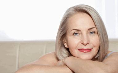 opinia zadowolonej kobiety poświadcza że visage ideal usuwa zmarszczki